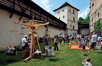 Banska Stiavnica - Stary zamok - Festival kumstu remesla a zabavy - podujatie pre deti - kolotoc
