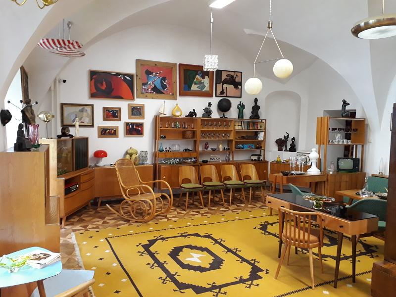 7adbaf700 Naša galéria Vám ponúka široký sortiment nábytku a predmetov z tohto  krásneho farebného obdobia v kombinácii s umeleckými dielami skupiny  Galandovcov a ...